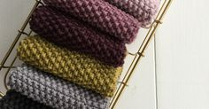 Perlestrikkede klude i 8/8 økologisk bomuld i Karen Klarbæks 19 farver ? Lige til at strikke selv. Store og bløde og gode i brug. Til...