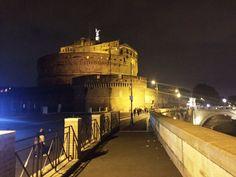 duemila anni e non sentirli ..... #CastelSantAngelo e vicinanze #Roma #Rome #italia #italy #tevere con le sue piste ciclopedonali ai bordi #yallerslazio #travelermes