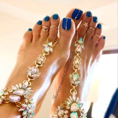 Looking for new and creative toe nail designs? Let your pedi always look perfect. We have a collection of wonderful designs for your toe nails that will be appropriate for any occasion. Be ready to explore the beauty and endless creativity of nail art! Pedicure Designs, Pedicure Nail Art, Toe Nail Designs, Toe Nail Art, Beach Pedicure, Wedding Pedicure, Pedicure Ideas Summer, Wedding Toe Nails, Pretty Toe Nails