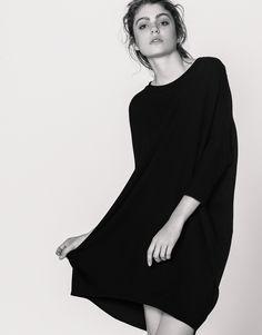 Little Black Dress, Petite Robe Noire, Vestido Corto Negro...Desde que Coco Chanel pusiera de moda esta prenda, no hay mujer que no cuente con uno en su armario. Pull&Bear nos ha conquistado con este diseño Cocoon, ¿qué te parece?  https://ad.zanox.com/ppc/?39031773C40765729&ulp=[[http://www.pullandbear.com/es/es/vestido-cocoon-liso-c0p100616511.html?utm_campaign=zanox&utm_source=zanox&utm_medium=deeplink]] #pullandbear #littleblackdress #cocochanel