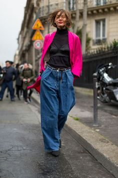 Street Chic: Style from Paris Fashion Week Fall 2016 Denim Fashion, Love Fashion, Autumn Fashion, Fashion Hats, Fashion 2018, Fashion Trends, Look Street Style, Autumn Street Style, Paris Street Styles