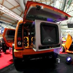 """24"""" Square JackHammer subwoofer in a Hummer H2 with a motorized installation. #MTXAudio #MTX"""