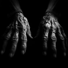 Homeless hands by Lee Jeffries Creative Photography, White Photography, Portrait Photography, Hand Photography, Lee Jeffries, Working Hands, Hand Images, Homeless People, Glamour Shots