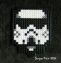 Posavasos en hama midi de soldado imperial. Si te gusta puedes adquirirlo en nuestra tienda on-line: http://www.mistertrufa.net/sugarshop/ Ver más en: http://mistertrufa.net/librecreacion/groups/hama-beads/