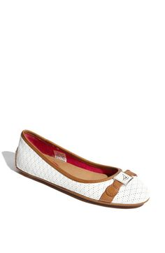adorable white flat, #sperry