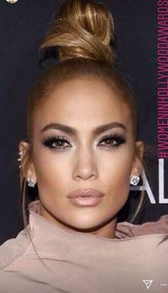 in der besten Haar Pickel Modell Jennifer Lopez . Jlo Makeup, Makeup Tips, Beauty Makeup, Hair Makeup, Hair Beauty, Jennifer Lopez Sans Maquillage, Jennifer Lopez Makeup, Beautiful Buns, Colored Hair Tips