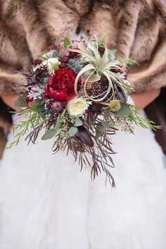 Cozy sweaters and half-length coats look chic with any wedding gown and create opportunity for stunning winter wedding bouquets. Romantic Wedding Colors, Modern Wedding Flowers, Winter Wedding Flowers, Bridal Flowers, Flower Bouquet Wedding, Bridal Bouquets, Winter Weddings, Flower Bouquets, Winter Wedding Inspiration