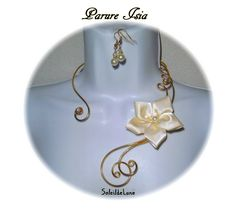 Parure Collier fleur satin ivoire métal doré + BO perles nacrées Mariage fête cérémonie : Collier par soleildelune-bijoux-mariage
