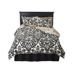 with tiffany blue sheets/deco pillows?