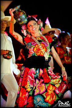 Mexican Traditional Clothing, Traditional Dresses, Merida, Mexico People, Mexican Costume, Fiesta Outfit, Beyonce, Mexican Heritage, Exotic Dance
