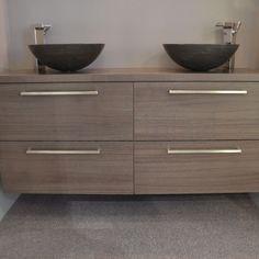 Landelijke badkamermeubels, badkamermeubel hout landelijk, badkamer ideeen, natuursteen, natuurstenen waskom
