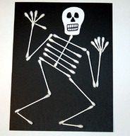 Preschool Crafts for Kids*: Halloween Q-tip Skeleton Craft. Lots of other crafts on this site too! Halloween Arts And Crafts, Theme Halloween, Holidays Halloween, Halloween Kids, Fall Crafts, Holiday Crafts, Halloween Decorations For Kids, Halloween Costumes, Halloween Horror