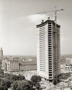"""Uniriese"" im Bau (ca. Multi Story Building, Germany, Architecture, City, Retro, History, Human Settlement, Vintage Photos, Deutsch"