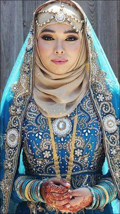 Royal Blue Muslim Bridal Dress Indian Muslim Bride, Muslim Brides, Muslim Girls, Muslim Women, Muslim Couples, Arab Bride, Bengali Bride, Beau Hijab, Bridal Hijab Styles