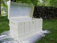 Maison Decor: Romancing a Vintage Trunk