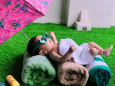 Monthly Baby Photos, Newborn Baby Photos, Baby Poses, Baby Girl Photos, Cute Kids Photography, Newborn Baby Photography, Summer Baby Photos, One Month Baby, Funny Baby Pictures