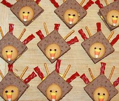 Thanksgiving Turkey Treats for kids creative crafty dessert ideas, fun dessert ideas for Thanksgiving dinner for children, entertaining, parties, Chocolate graham crackers, vanilla wafer cookies, candy corn, pretzel sticks, Twizzlers, icing or gel, recipe diy homemade handmade goodness recipes #Christmas #thanksgiving #Holiday #quote