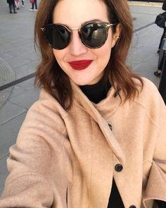 Hi  {óculos Céline que viraram meus novos favoritos, o batom #macxvicceridono e o casaco Zara e o piercing que uso todo dia @victoriasayeg} Vic Ceridono | Dia de Beauté