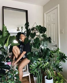 Room With Plants, House Plants Decor, Plant Decor, Poses, Afro, Plant Aesthetic, Plant Therapy, Black Girl Aesthetic, Urban