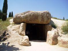 Dolmen de Menga, Antequera (Málaga). Cairns, Ancient Ruins, Ancient History, Malaga, Stonehenge, South Of Spain, Spain Holidays, American Gods, Tourist Spots