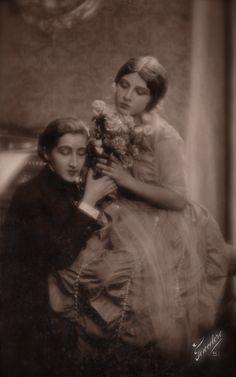 Italian Silent Film Couple Romantic Passionate Love Scene in Beautiful Chic Costumes… Original RARE 1920s Photo Postcard (Lesbian Interest)