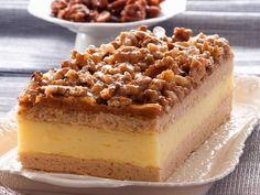 Blechkuchen-Schnitten mit Vanillecreme und Walnüssen |