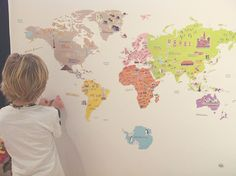 Mapa mundi en vinilo para la habitación de Víctor y Mireia | Petit-on