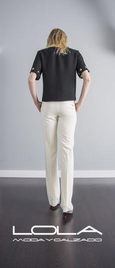 Vestir bien es cuestión de clase, no de dinero. Tu blusa en negro por 30 €.  Pincha este enlace para comprar tu blusa en nuestra tienda on line:  http://lolamodaycalzado.es/primavera-verano/582-blusa-amalfi-en-negro-sophyline.html