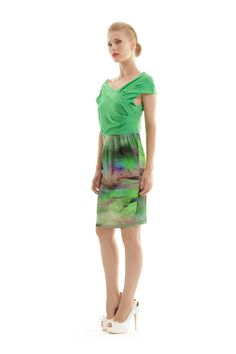 Your dress will never look boring! Solid green color at the top and printed bottom, will make your dress look with two pieces look. Shop online in the link below. Fashion Shops, Two Pieces, Shades Of Green, Green Colors, Emerald, Cool Style, Dresses For Work, Printed, Link