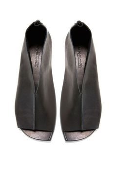 Gartenbank Clothing, Shoes & Jewelry : Women : Shoes : heels http . Leather Sandals, Shoes Sandals, Women's Flats, Fashion Shoes, Fashion Accessories, Open Toe Shoes, Flat Shoes, Platform Shoes, All About Shoes