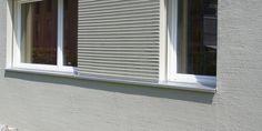 K5 grau mit Rauputz Mineral 2.0 mm Besenstrich fein - Fassadensysteme, Wärmedämmsysteme, hinterlüftete Fassade, Natursteinfassade