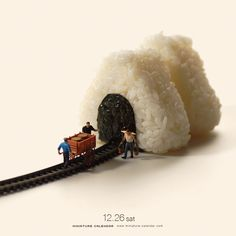 Bigger doesn't always mean better, as Japanese artist Tatsuya Tanaka proves with these tiny dioramas that he makes for his ongoing Miniature Calendar project. People Photography, Creative Photography, Miniature Calendar, Miniature Photography, Tiny World, Miniature Figurines, Mini Things, Human Art, People Art