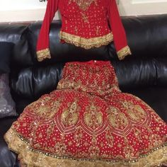 Wedding party lengtha Friday big sale 1 day sale👗 The is a gorgeous party/wedding lengha choli Blouse is size 36/38 Perfect anyone 5'1 to 5'4 with out without heels  The lengha waist I had it altered so it's a small. You can adjust the waist a few inches.  Look at the pic of the waist I am 5'1 and it's fits me just right with high heels  Only serious buyers please Ask questions i Please all the question before buying because I will not return the items it's very heavy and gorgeous. no…