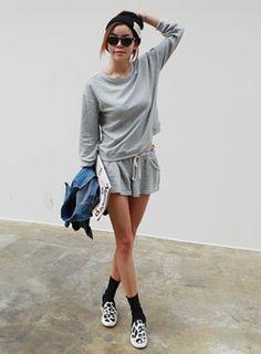 Today's Hot Pick :スウェットルームウェア上下セット【iamyuri】 http://fashionstylep.com/SFSELFAA0003994/iamyuriijp/out 伸縮性のあるスウェット素材を使ったルームウェア上下セットです。 シンプルな無地長袖トレーナーとゴムウエストショートパンツがセットに☆ パンツはワイドなミニ丈デザインで脚長効果あり◎!! コーディネートいらずで楽ちん便利な定番ルームウェアセット♪ ◆色:グレー