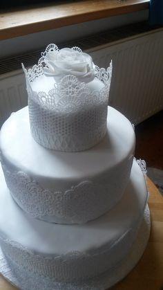Meine erste dreistöckige #Hochzeitstorte #Motivtorten #DasTortenfräulein
