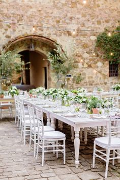 White rustic table: http://www.stylemepretty.com/destination-weddings/2015/05/11/rustic-norwegian-wedding-in-tuscany/ | Photography: Facibeni Fotografia - http://www.photographertuscany.com/