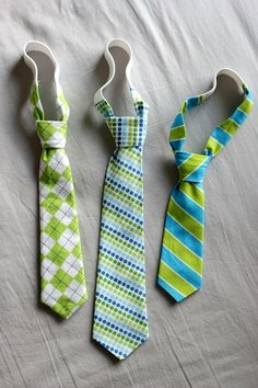 All for u kristine. How to make toddler ties tutorial. What little guy wouldn't look cute in a tie? They are great for any casual or dressed up look. Sewing Hacks, Sewing Tutorials, Sewing Crafts, Sewing Projects, Tutorial Sewing, Sewing Ideas, Diy Projects, Sewing For Kids, Baby Sewing