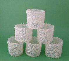 Vintage Style Lace Napkin Rings Wedding Home Decor...DIY? Maybe starch lace and hot glue? Use a gold one or spray paint gold? Hmmmm