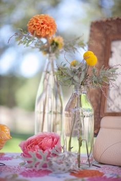 Colorful Santa Margarita Wedding featured on Ruffled | small orange centerpieces