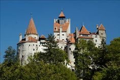 Bran Castle (or Dracula's Castle), Transylvania, Romania Romanian Castles, Columbus Travel, Dracula Castle, Transylvania Romania, Germany Castles, Royal Residence, Mysterious Places, Medieval Castle, Barcelona Cathedral