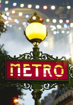 Midnight in Paris - Metro