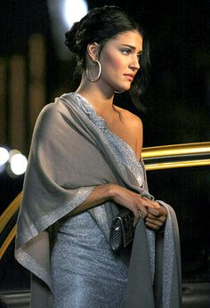 """Season 2, Episode 12: """"It's a Wonderful Lie""""  Vanessa Abrams (Jessica Szohr) kept warm by wearing a shawl over her one-shoulder metallic gown, that matches her dress"""