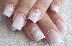Diseños de uñas con piedras de cristal, diseño de uñas con piedras 3d. Clic Follow, Síguenos... #uñasdemoda #unhas #uñasdiscretas