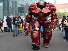 how-a-9-foot-tall-hulkbuster-cosplay-was-created-for-new-york-comic-con.jpg 3,836×2,877 pixels