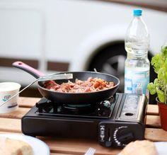 Tipps, Tricks, Rezepte und Empfehlungen zum Kochen mit dem Campingkocher. Auf dem Campingplatz oder in freier Natur, hier erfahren Sie alles zum Thema.