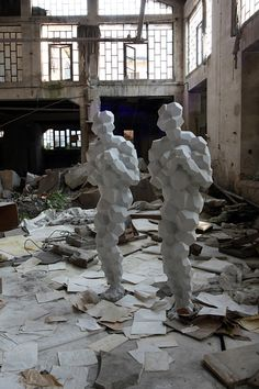 antony gormley notable feature is the polygon form of the people, very little detail but still gives the full idea