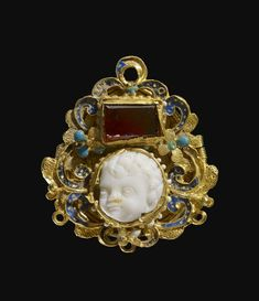 late 16th early 17th c Gold commesso locket, oviform. Front View. MoL 2015,8019.12015,8019.1
