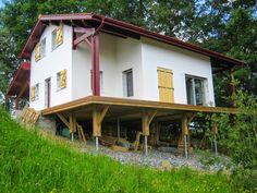 Fondations vissées pour maisons House Styles, Building, Home Decor, Home Plans, Homes, Decoration Home, Room Decor, Buildings, Home Interior Design