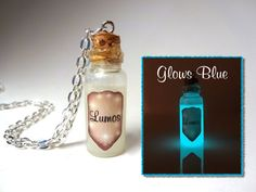 Lumos Light - Glow in the Dark - Glass Bottle Cork Necklace - Potion Vial Charm - Magic Wizard Spells - Harry Potter Harry Potter Jewelry, Harry Potter Theme, Harry Potter Birthday, Harry Potter Diy, Cork Necklace, Bottle Necklace, Wing Necklace, Necklaces, Small Bottles