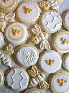 "Having a bee theme baby shower? Check out these ""sweet as can bee"" ideas for your party! Bee themed invitations, cupcakes, welcome signs and more! Bee Cookies, Cookies Et Biscuits, Honey Cookies, Flower Cookies, Heart Cookies, Shortbread Cookies, Lemon Sugar Cookies, I Love Bees, Bee Party"